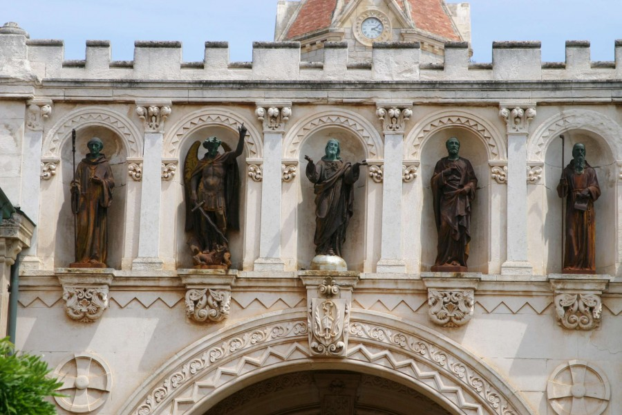 Statues, le Christ encadré de saints (Michel, Pierre, Honorat, Vincent) © Mairie de Cannes, img2452