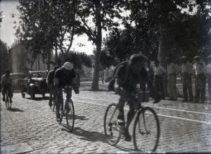 Passage du Tour de France � La Bocca. Ann�es 1930 (59S11)