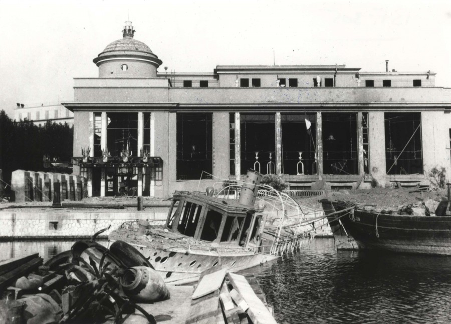 Photographie des destructions du Casino Municipal, août 1944 (13Fi305)